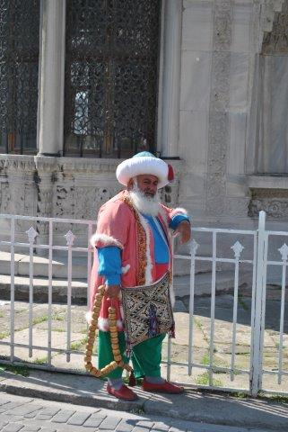 topkapi-palace-3-guard-in-sultan-costume